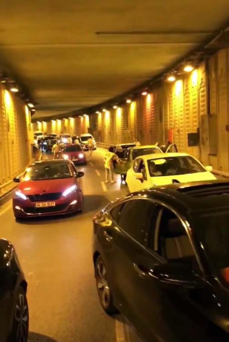 İstanbul'da asker uğurlayan magandalar tünel kapatıp havaya ateş ...
