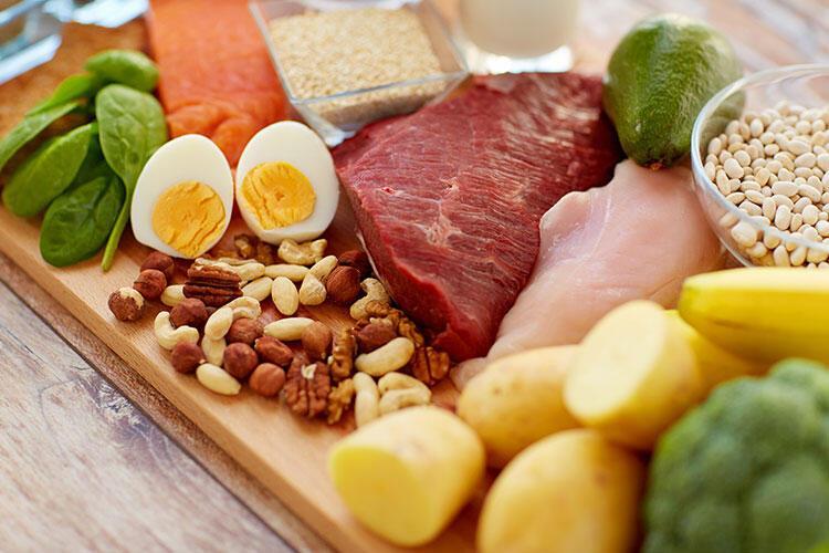 Yemeye hazır yiyeceklerle pişmemiş gıdaları temas ettiriyorsunuz.