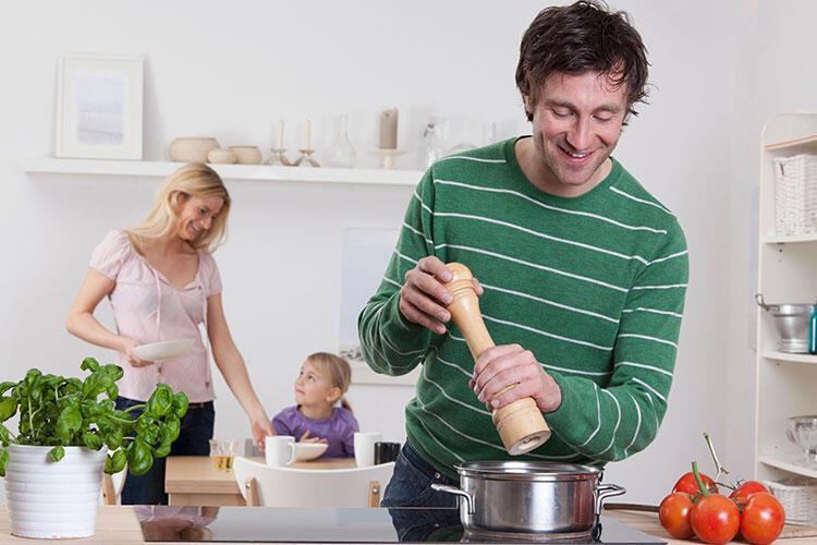 Yemeklere lezzet katan baharatları ve otları bir kerede ekliyorsunuz.