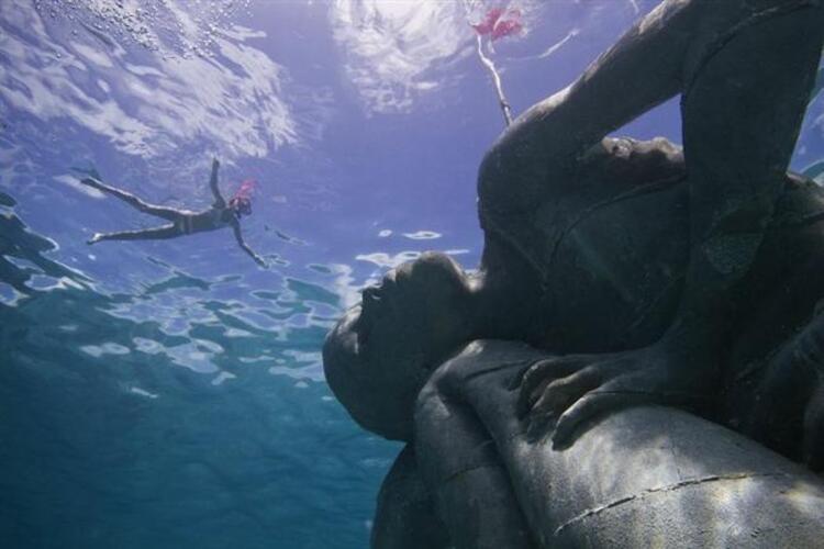 Sualtındaki en büyük heykel: Okyanus Atlası, Bahamalar