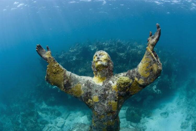 Sualtındaki İsa: Christ of the Abyss, Key Largo – Florida