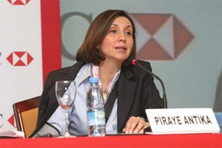 Piraye Antika (HSBC Genel Müdürü)HSBC Türkiyenin genel müdürlüğünü uzun yılladır sürdiren Piraye Antika, Türkiyenin ilk kadın patronlarından biri... Başarılı yönetim şekli ile birçok krizden ustalıkla sıyrılmayı bildi...