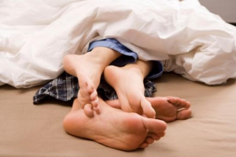 9) Yalnız uyumayın