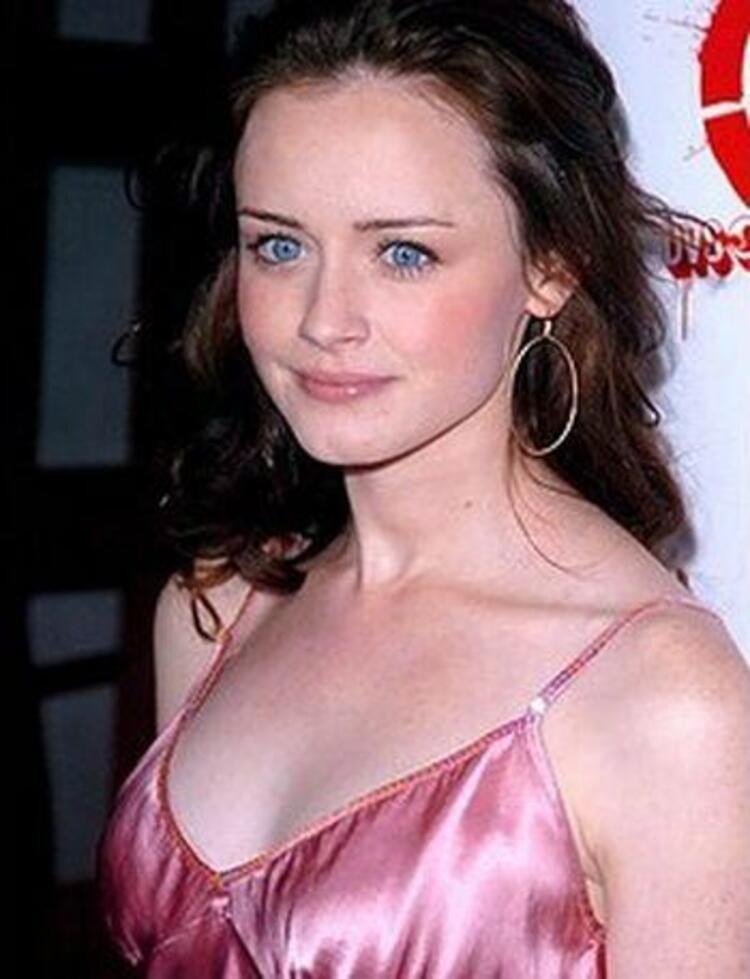 Alexis BledelHollywoodun en tanınmış isimlerinden. Gilmore Girls adlı dizideki Rory Gilmore rolü ile ünlendi.