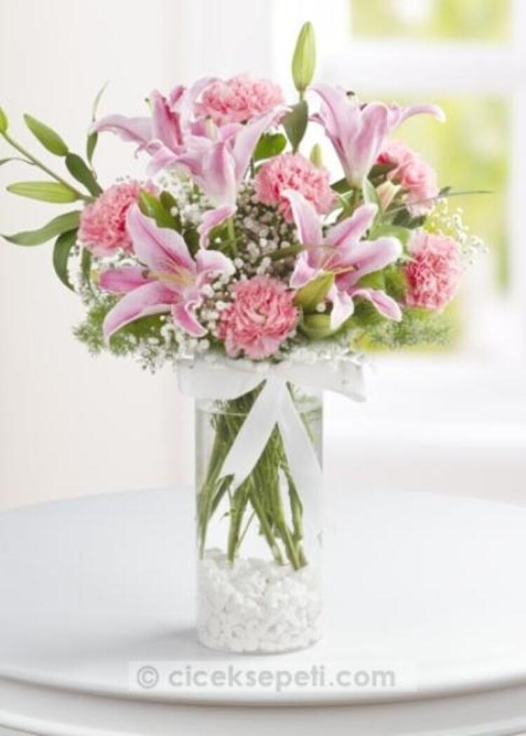 Sizden gelen bir çiçek, bazı anneler için en kıymetli hediye...ciceksepeti.com  (55 TL)
