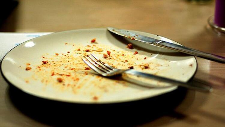 15- Doygunluk hissine rağmen tabağı silip süpürmek, durma noktasını bilmemekBattı balık yan gider demeyin