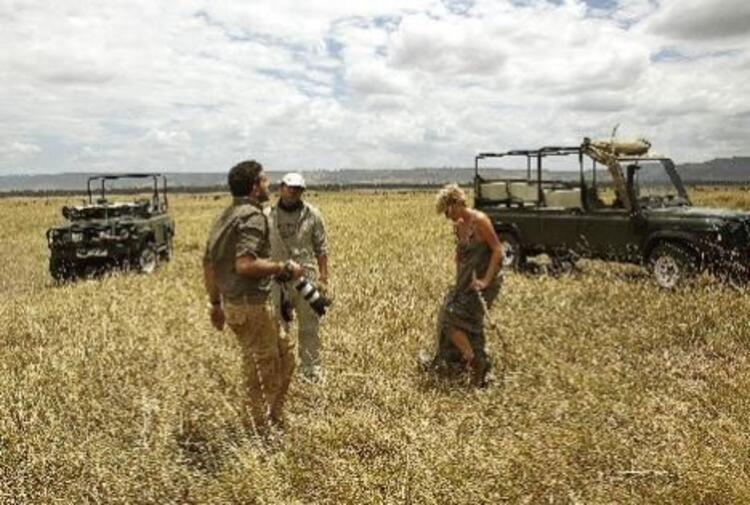 """Nihat Odabaşı, gazeteci Ayşe Arman ile Elle dergisi için Kenya'da yaptığı çekimleri ve Afrika izlenimlerini Tempo Travel dergisi için kaleme aldı. İşte Odabaşı'nın """"Benim Afrikam"""" başlıklı izlenim yazısından bazı bölümler eşliğinde Ayşe Arman'ın Afrika fotoğrafları..."""