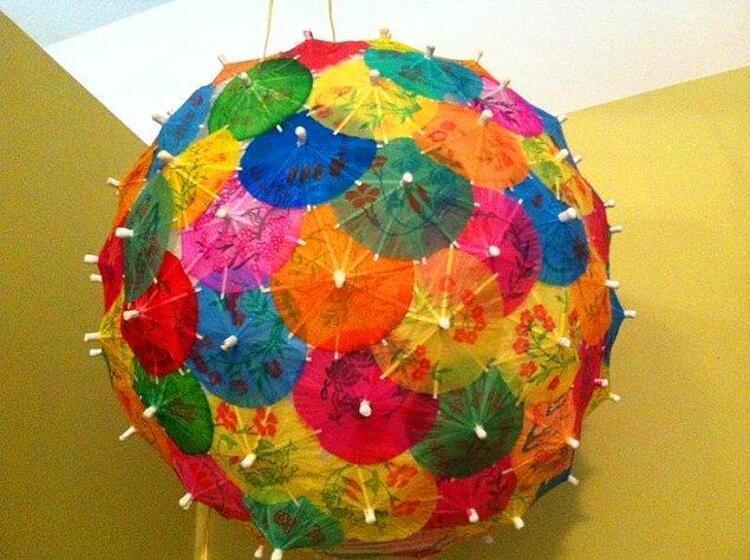Yazın bardaklarımızı süsleyen rengarenk şemsiyeler gelin evinizi de süslesin