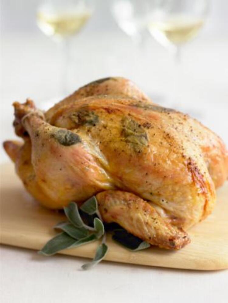 Fırında tavuk kızartacağınız zaman üzerine koyduğunuz baharatlardan içine de koyun.Böylece daha lezzetli olur. 5 çayı için 5 kurabiye tarifi