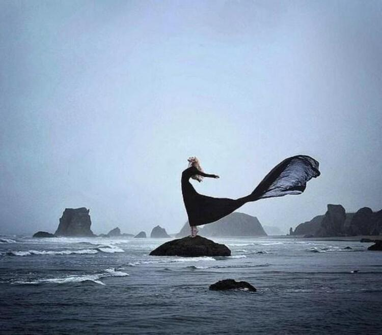 Onların tıpkı bir okyanus gibi derin ve gizemli kişilikleri vardır.