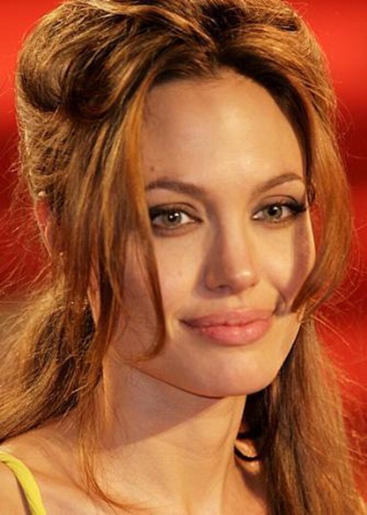 İlk sırada Angelina Jolie var. Kural yine bozulmadı...