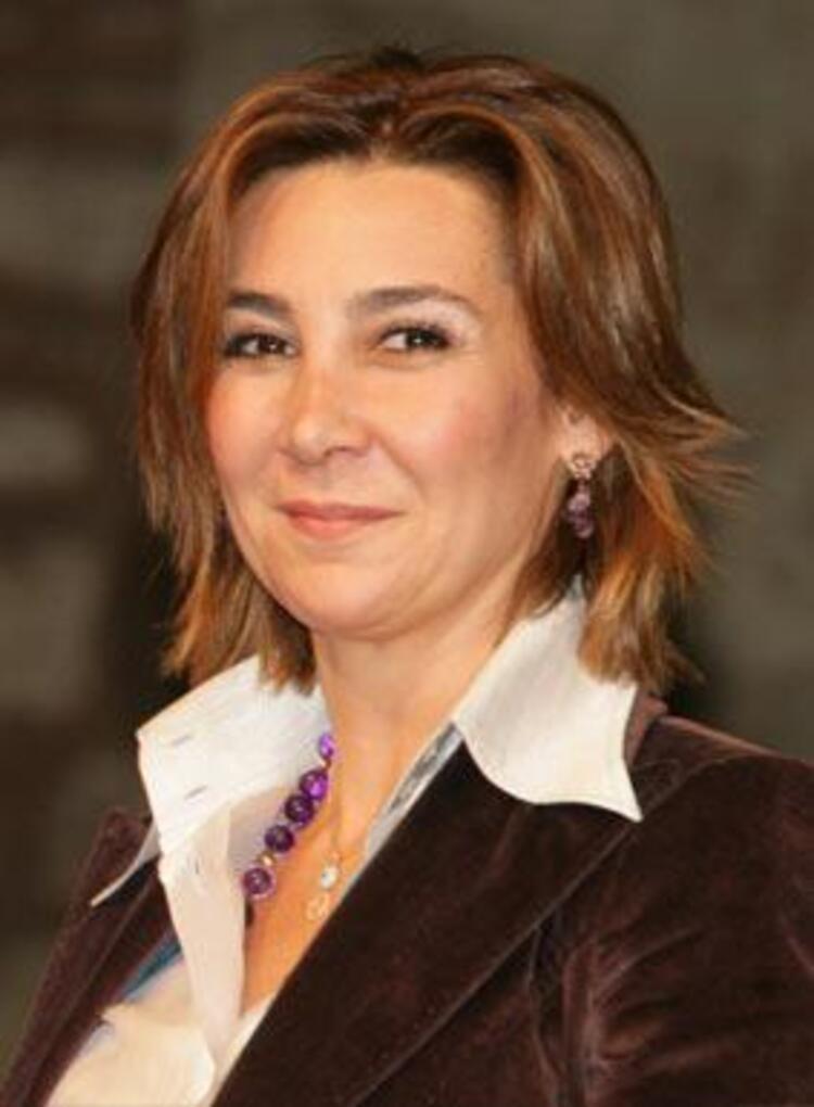 """Vuslat Doğan SabancıHürriyet Gazetesi İcra Kurulu Başkanı Vuslat Doğan Sabancı, 2004 yılında """"Aile içi Şiddete Son"""" kampanyası""""nı başlattı. Türkiye'nin her yerinden cinsiyet gözetmeksizin aile içinde şiddet gören, her bireye destek olmak amacıyla yürütülen kampanya, geçtiğimiz yaz Edirne'den Kars'a  bütün Türkiye'yi dolaşan """"Hürriyet Treni"""" ile pekiştirildi. Projenin son ayağı ise Sezen Aksu'dan Aylim Aslım'a, Ajda Pekkan'dan Nazan Öncel'e birçok ünlü sanatçının şarkılarından oluşan, ve gerçek bir hikayenin adını taşıyan Güldünya albümü."""