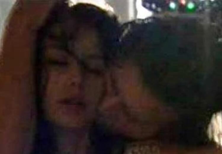 Aşk-ı Memnu dizisinde canlandırdığı Bihter karakterinin Behlül ile olan sahneleri ekranlarda izlenme rekorları kırdı.Beren Saat foto galerisi için tıklayın...