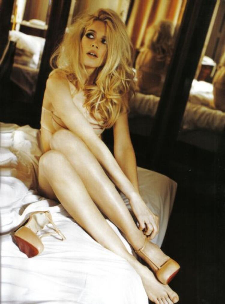 5. Claudia Schiffer