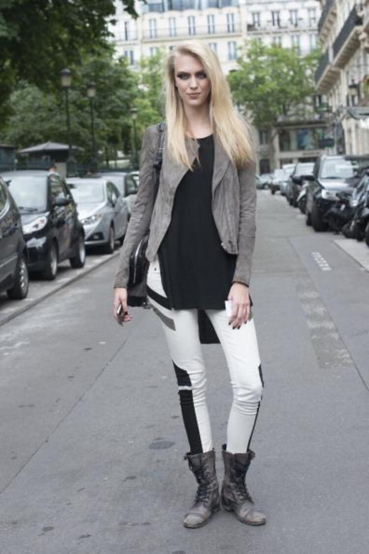 Paris Moda Haftası tüm moda dünyasının nabzını tutmaya devam ediyor.İşte Paris Moda Haftasından objektiflere yansıyan birbirinden şık ve farklı sokak stilleri...Moda Kanalları Editörü: Duygu ÇELİKKOL