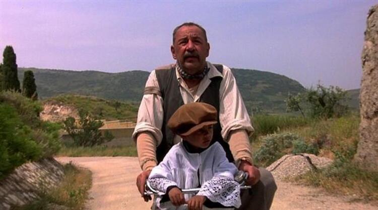 8. Cennet Sineması (1988) | IMDb: 8.5
