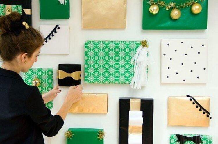 Hediye paketleri ile duvarlarınızı güzelleştirebilirsiniz.