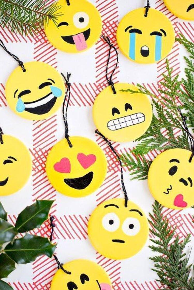 Emojiler iyice hayatımıza girdi, gelin bu yıl çam ağacını emojilerle süsleyelim