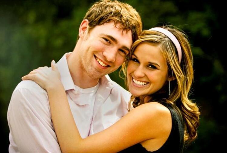 Eşiniz tutkulu bir aşık mı yoksa sevgi dolu bir romantik mi Hangi burç heyecanlı, enerjik bir evlilik ister ya da hangi burç evlilik hayatında cinselliğe çok önem verir merak ediyor musunuz İşte burçların evlilik hayatıKoç