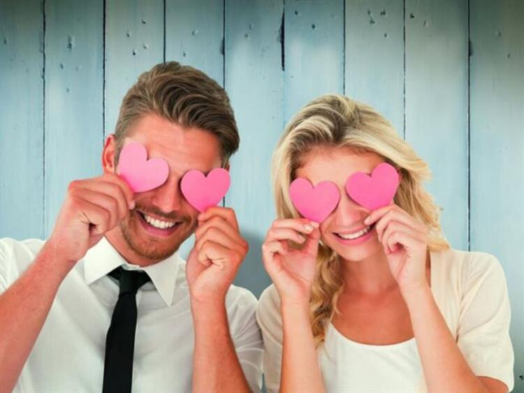 Aşık olduğunuzda nasıl davranıyorsunuz Ya da aşık olduğunuzu belli eden hangi davranışlarda bulunuyorsunuz İşte burçların aşık olma belirtileri