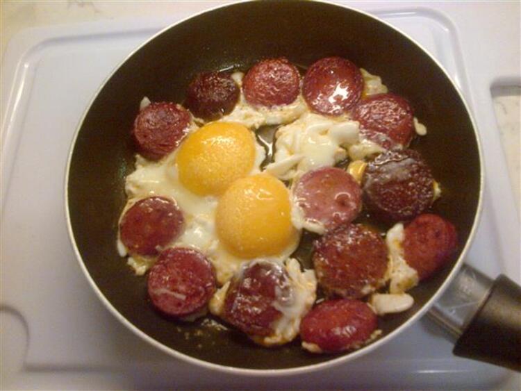 Sucuklu yumurta: