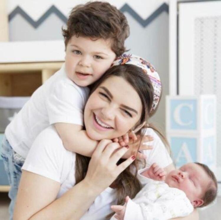 Pelin Karahan ve oğulları Ali Demir ve Eyüp Can