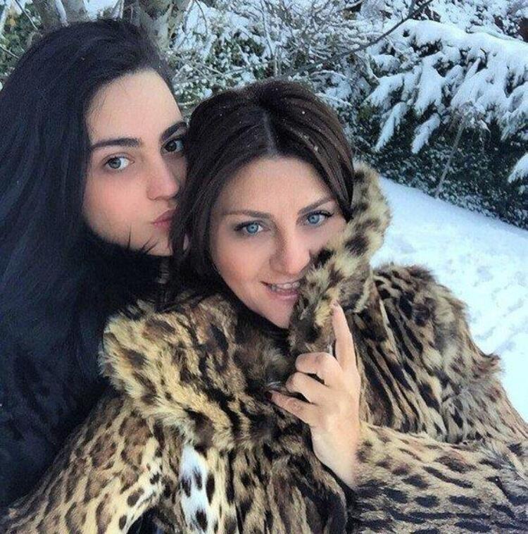 Sibel Can ve kızı Melis