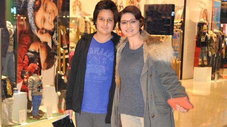 Nurgül Yeşilçay ve oğlu Osman Nejat