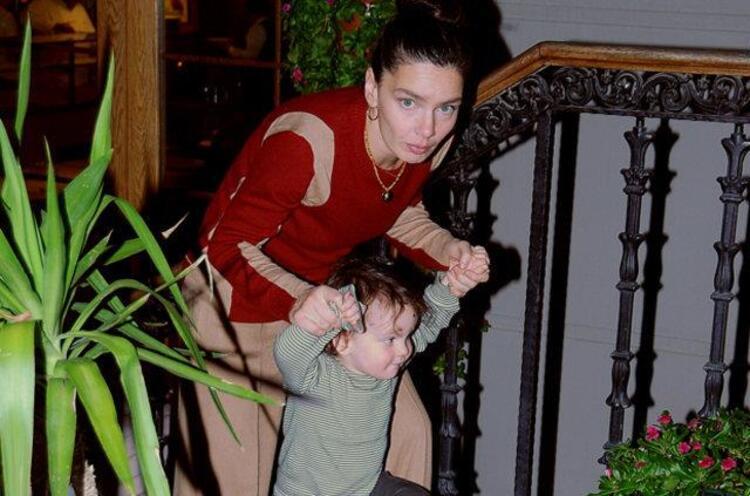 Nil Karaibrahimgil ve oğlu Arif Aziz