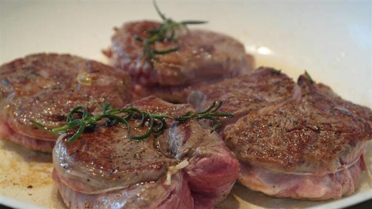 Eti kendi yağıyla pişirin: