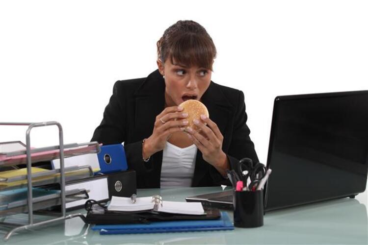 Peki İş Yerinde Sağlıklı Beslenmek İçin Neler Yapmalıyız