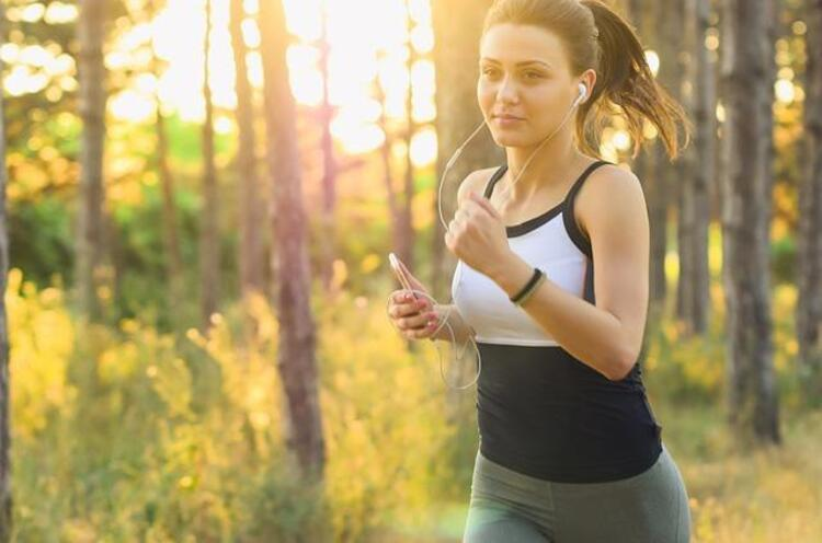 8) Oruçluyken aşırı hareket ve hareketsizlik zararlı olabilir, hafif egzersizlerden vazgeçmeyin