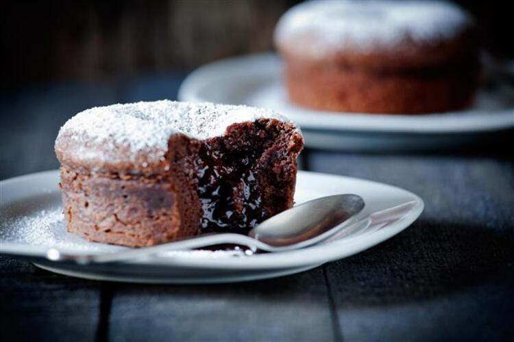 Bu tatlılar, soğuk havalarda içinizi ısıtacak İşte birbirinden leziz ve pratik tatlı tarifleri... Her kaşıkta içinizi ısıtacak: Çikolatalı Sufle