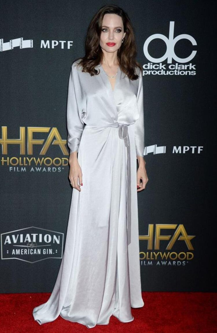İşte geceye katılan bazı ünlüler...Angelina Jolie