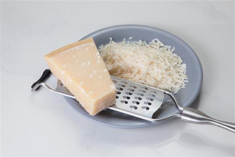 Peynir rendelemek