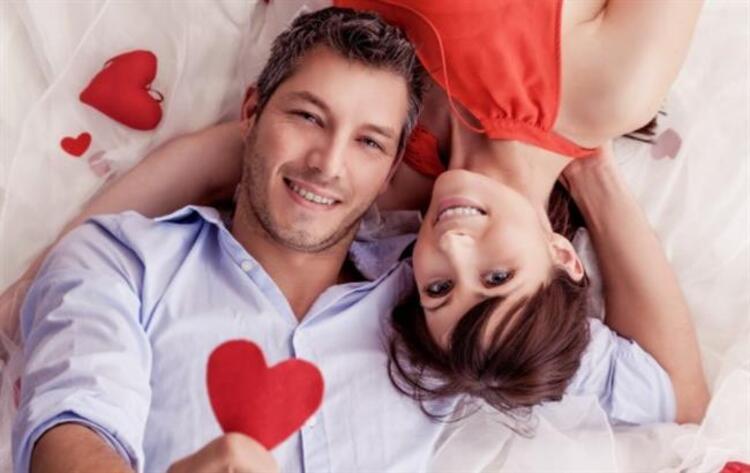 4. Erkekler yatakta iyi görsellik ve güzel koku isteyebilir