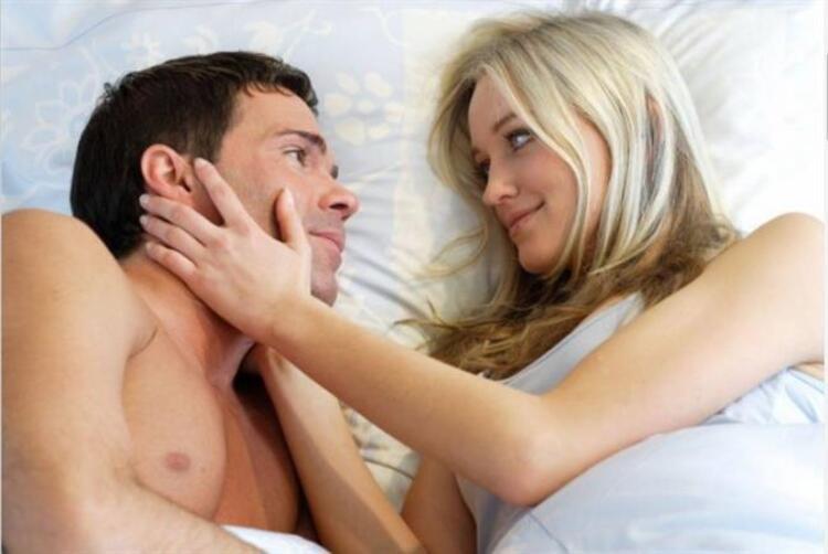6. Erkekler sabah uyandıklarında sevişmek isteyebilir