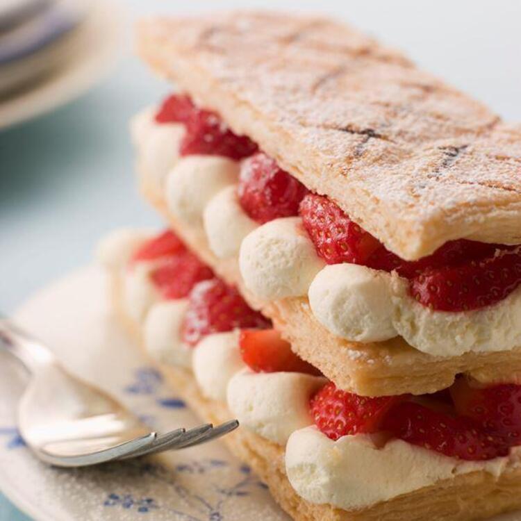 Muhallebili Milföy Pastası