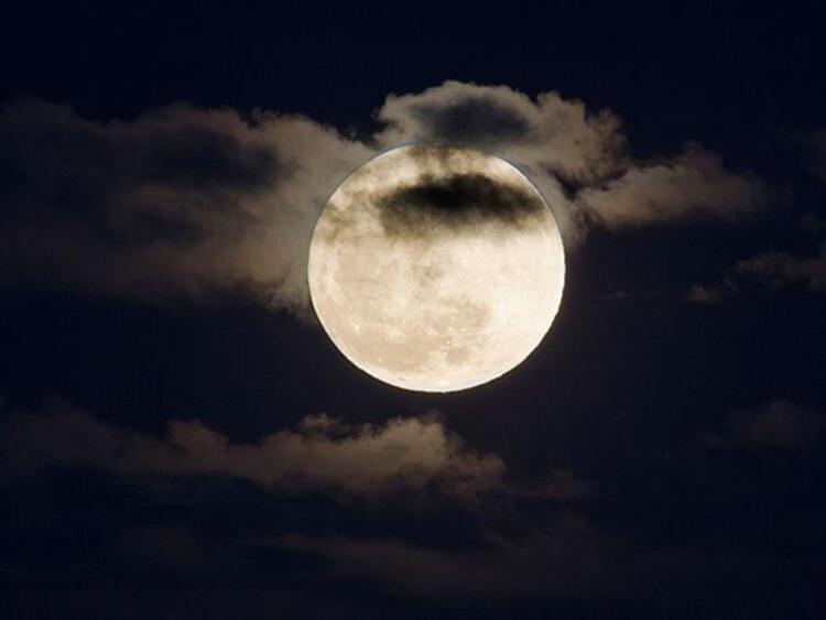 Dün akşam saatlerinde 17:19'da Ay-Güneş karşıtlığı kesinleşti ve Yay burcunda bir dolunay gerçekleşti. Bu dolunayın en önemli konularından biri ilişkilerinizin, ortaklıklarınızın ve finansmanınızı içeren bir dönüm noktası yaşayabileceğimizi gösteriyor.Peki Yay Dolunayının burçlara etkileri nasıl olacak Astrolog Aygül Aydın anlatıyor...