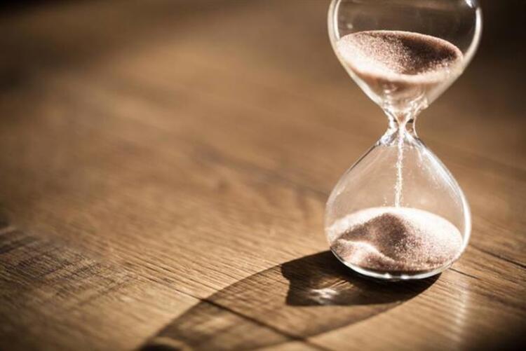 4-7 dakikalık ve 11 dakikalık iki farklı kum saatiniz var. Bu kum saatlerini kullanarak nasıl 15 dakika içinde yumurta kaynatabilirsiniz