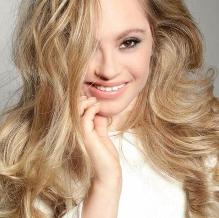 Mikayla Holmgren