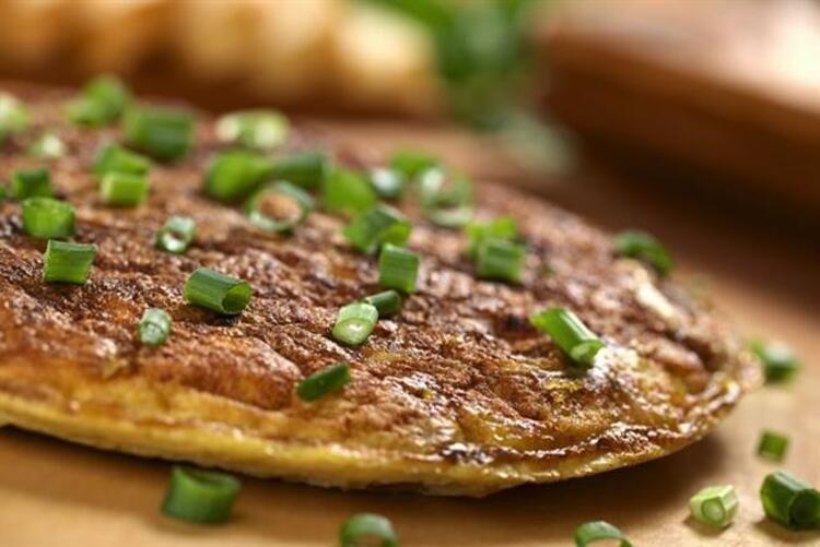 Soğanlı omlet tarifi malzemeler: