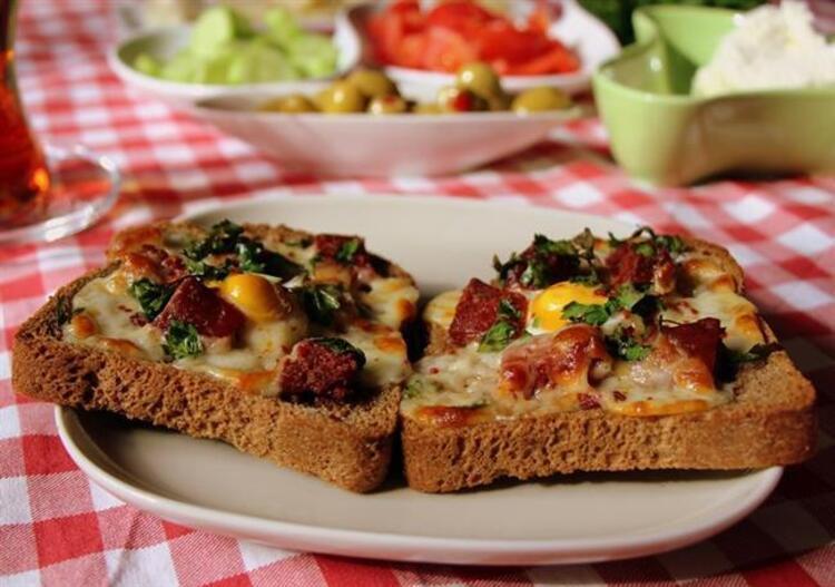 Bayat Ekmek İle Dilim Pizza