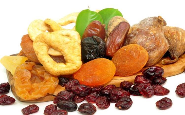 Sıcak hava ve nem nedeniyle daha hafif besinlerin tüketilmesi gereken yaz aylarında, hem kendinizi daha iyi hissetmek, hem sağlıklı olmak, hem de kilo almamak için ara öğünleri de önemsemek gerekiyor. İşte yaz aylarında tüketebileceğiniz atıştırmalıklar…