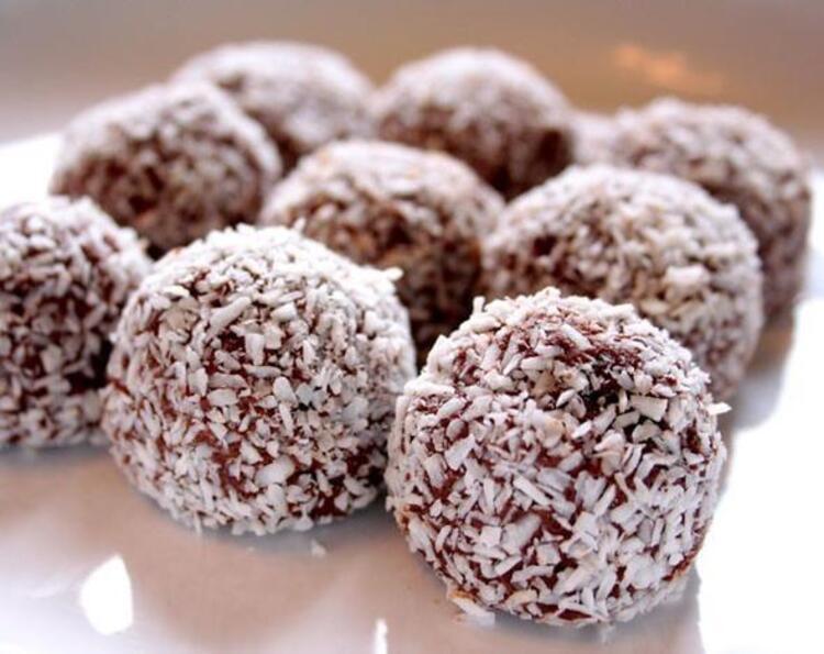 Ramazan ayında iftar sonrasında hafif tatlılarla ağzı tatlandırmak oruç tutanlara büyük keyif verir. Kolay bulunabilen malzemelerle pratik yapılabilecek tatlılarla Ramazan ayına tat katın. İşte Ramazana özel tatlı önerileri...