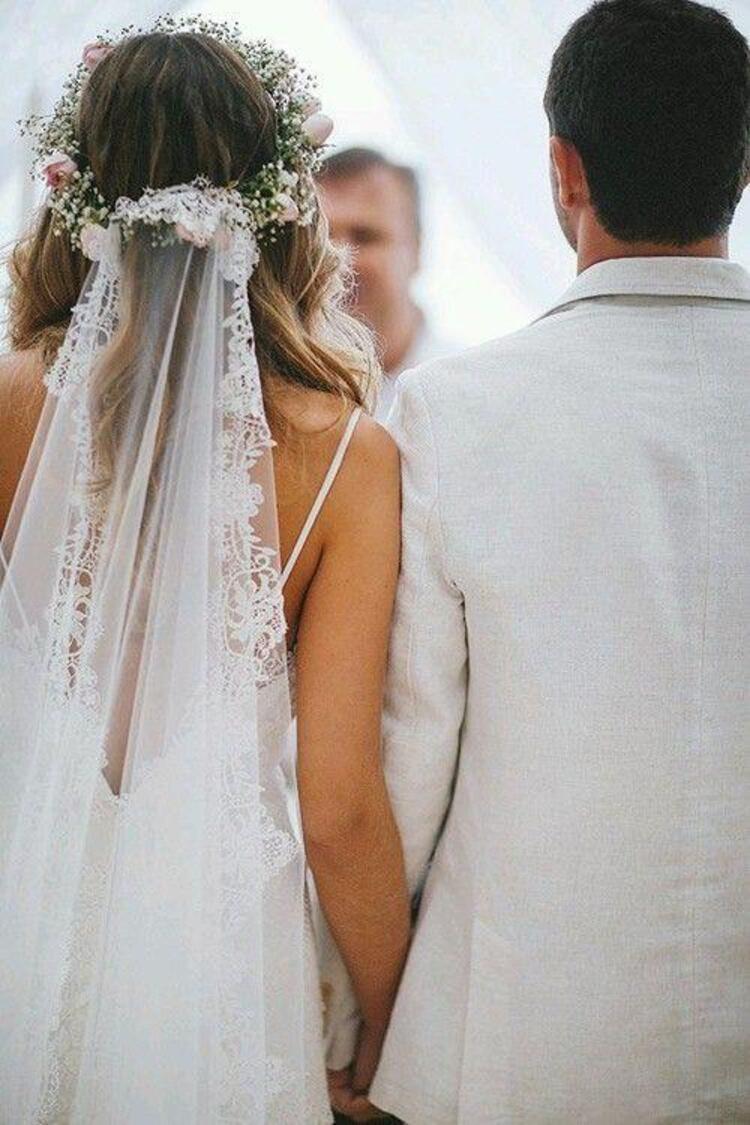 Hem gelin fotoğraflarında hem nikah ve düğününüzde güzelliğinizi taçlandıracak aksesuar; gelin başı süsleri...