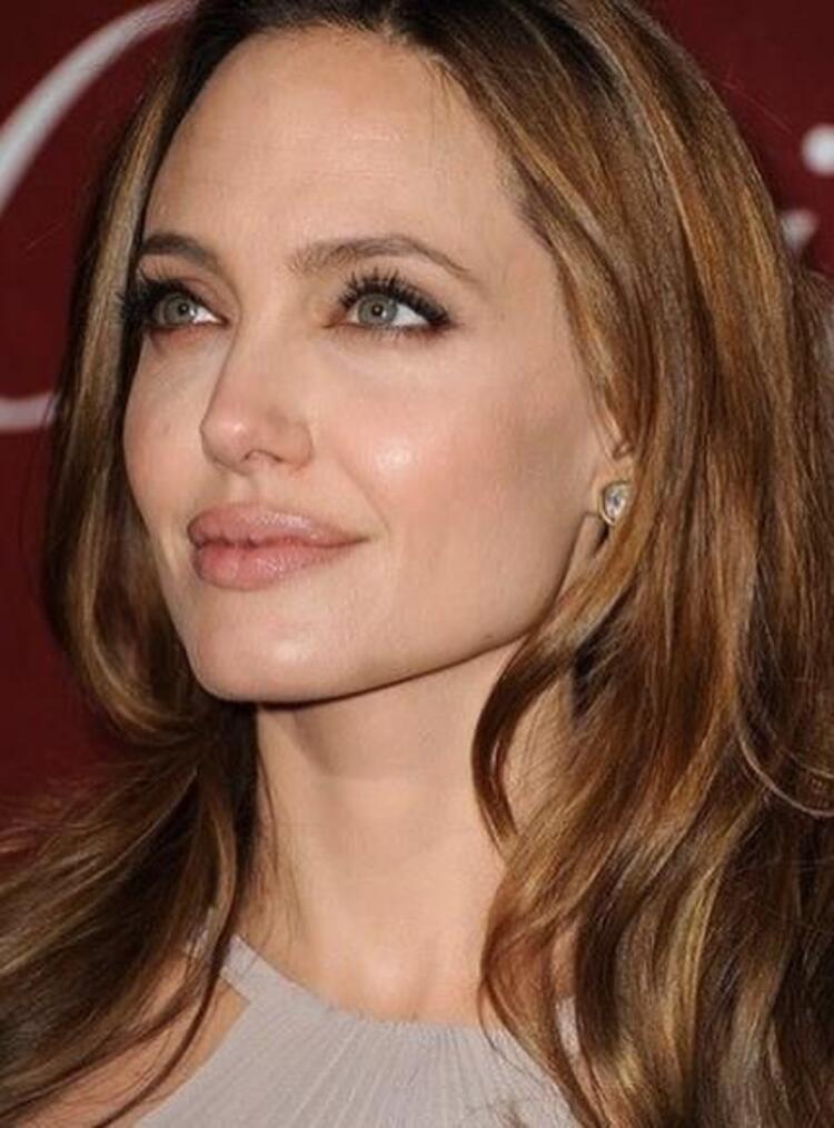 Angelia Jolie: