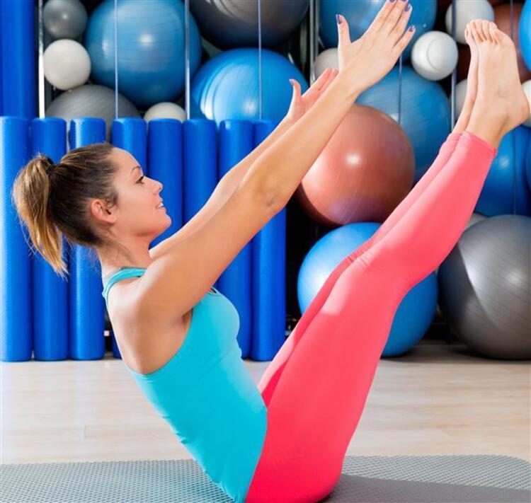 Spor, hayatınızın her noktasında size sağlık ve güç kazandırıyor. Gerek sağlıklı yaşam, gerek fit bir vücut, gerekse kas ve güç için mutlaka düzenli spor yapmalısınız. Eğer vücudunuzu ve sağlığınızı korurken bir yandan güçlenmek istiyorsanız sizler için derlediğimiz bu egzersizleri uygulayabilirsiniz.Bu egzersizlerle hiç olmadığınız kadar dinç ve sağlıklı hissedeceksiniz.