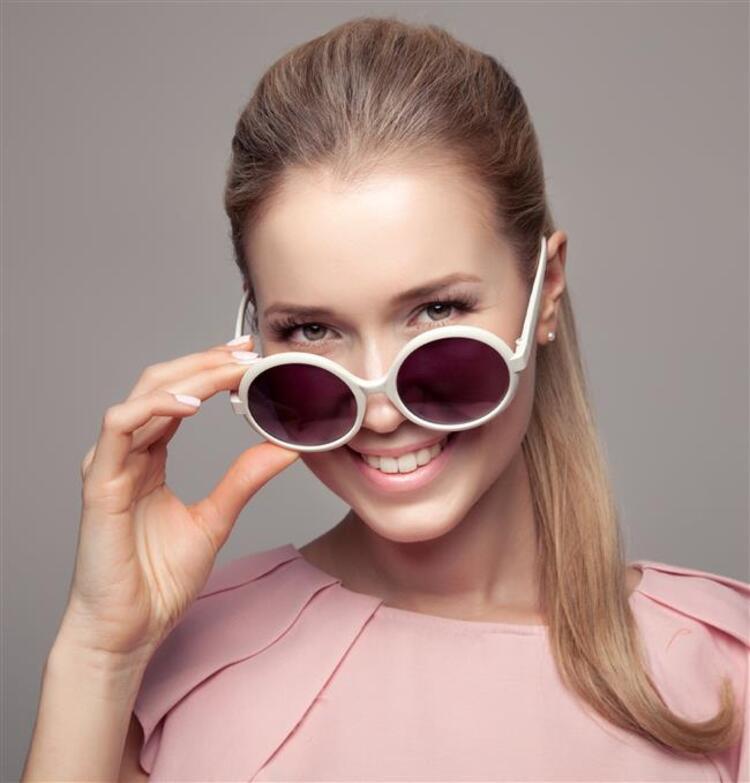 Güneş gözlükleri gözlerimiz için kalkan görevindedir