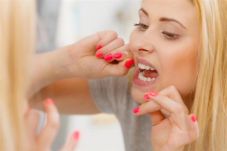 5. Diş ipi kullanmamak